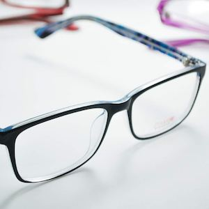 Complete Your Casual Weekend Style With This Ztampz Model From Sarabia Optical 89172