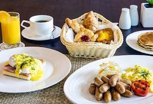Have A Hearty Sunday Breakfast With The Family At Eastwood Richmonde Hotels The Lounge 90671