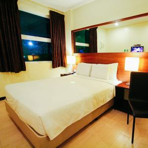 Just Chill Sleep In One Of Go Hotels Bacolods Warm Queen Room 93242